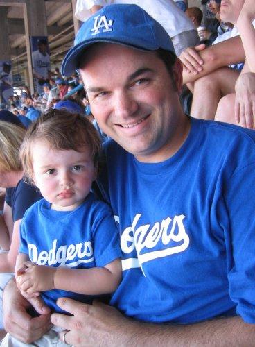 Dodgers win 9 - 0